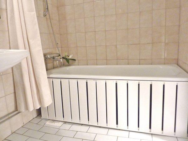 Установка экрана под ванной своими руками