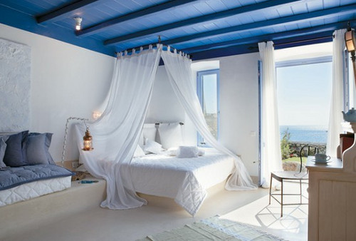 Интерьер в средиземноморском стиле: оформление спальни