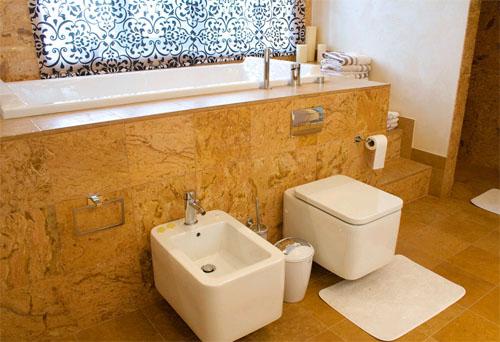 Ванная комната в загородном доме: технические и эстетические особенности
