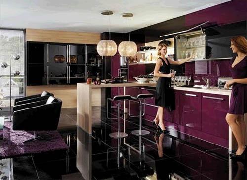Интерьер кухни фиолетового цвета: все решает оттенок, фактура и свет