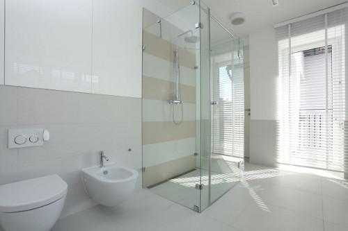 Белая ванная: особенности оформления интерьера