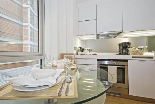 Интерьер кухни в большом городе