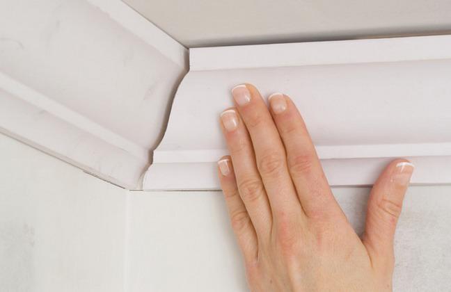 Как клеить потолочный плинтус своими руками (фото и видео)
