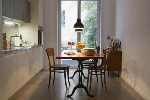 Интерьер длинной узкой кухни: оптимальный выход — мебель на заказ